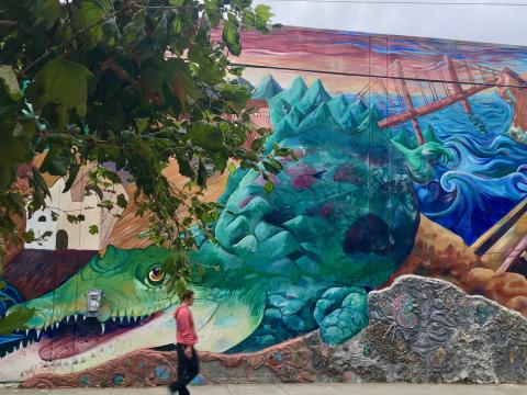 Photo : Fresque murale crocodile et pont San Francisco